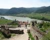 Blick von der Ruine Dürnstein auf die Donau und die alte Kuenringerstadt © Alexandra Gruber