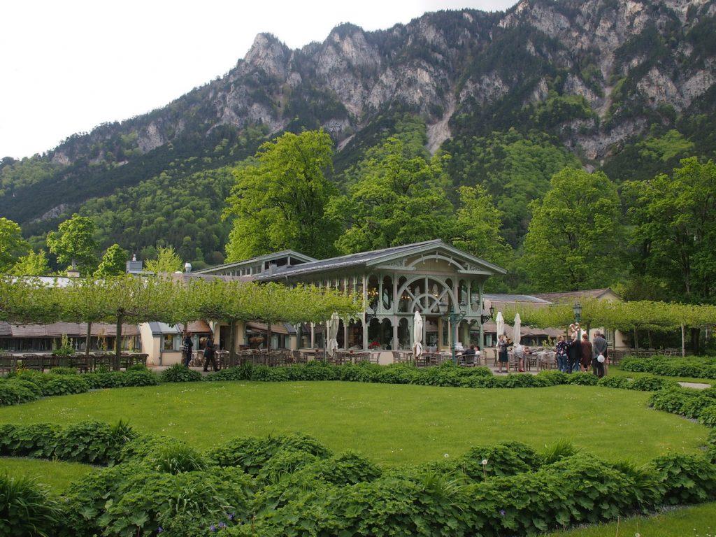 Die Villa Wartholz ist heute ein romantisches Café-Restaurant mit Orangerie und Gastgarten © Wolfgang Muhr